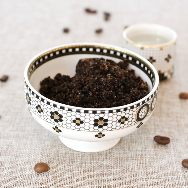 diy coffee scrub for cracked heels